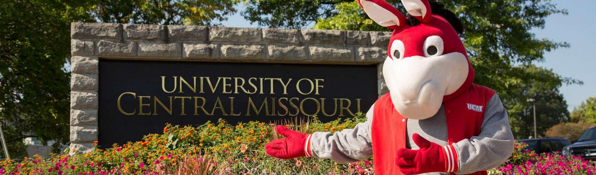 Mo the Mule in front of University of Central Missouri sign